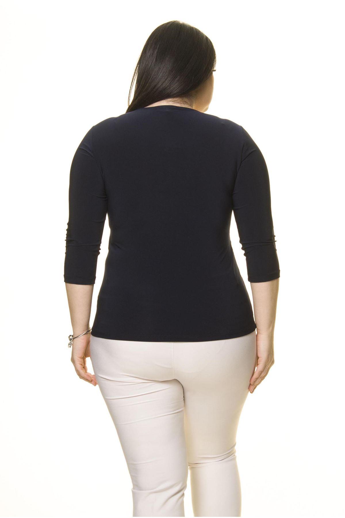 Kadın Büyük Beden Lacivert Taş İşlemeli Bluz A7-3019