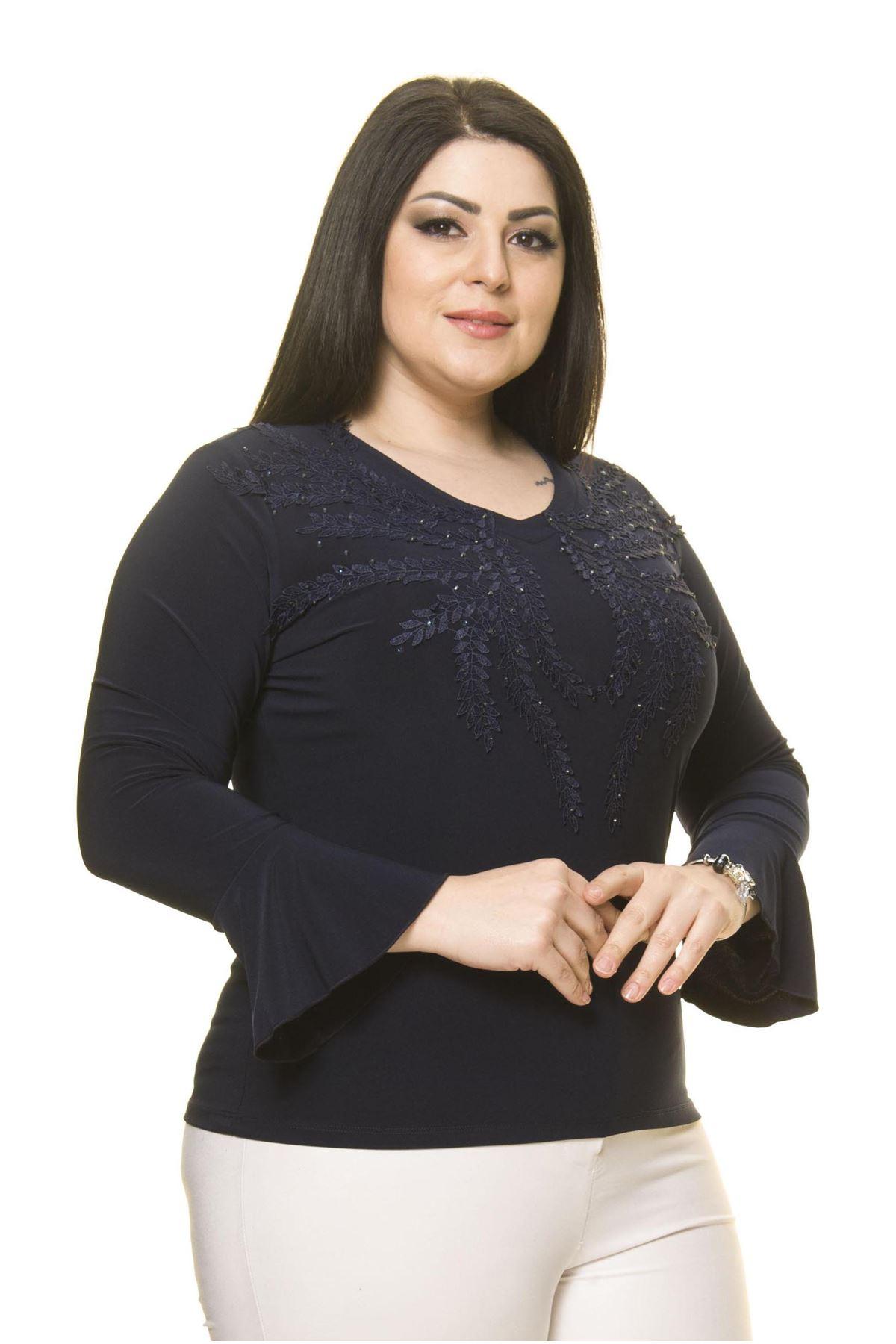 Kadın Büyük Beden Lacivert Taş İşlemeli İspanyol Kol Bluz A7-3027