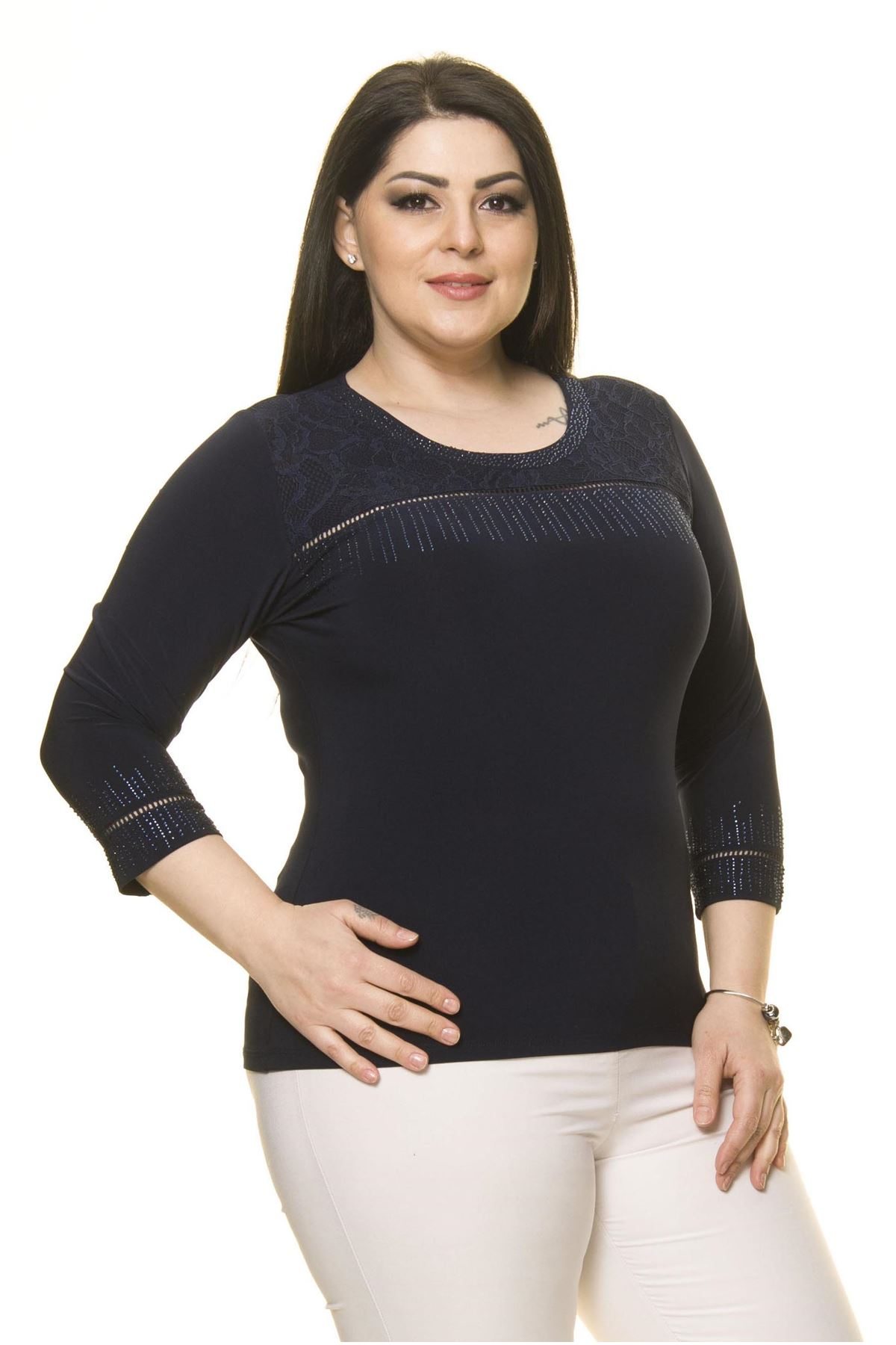 Kadın Büyük Beden Lacivert Taş İşlemeli  Bluz A7-3028