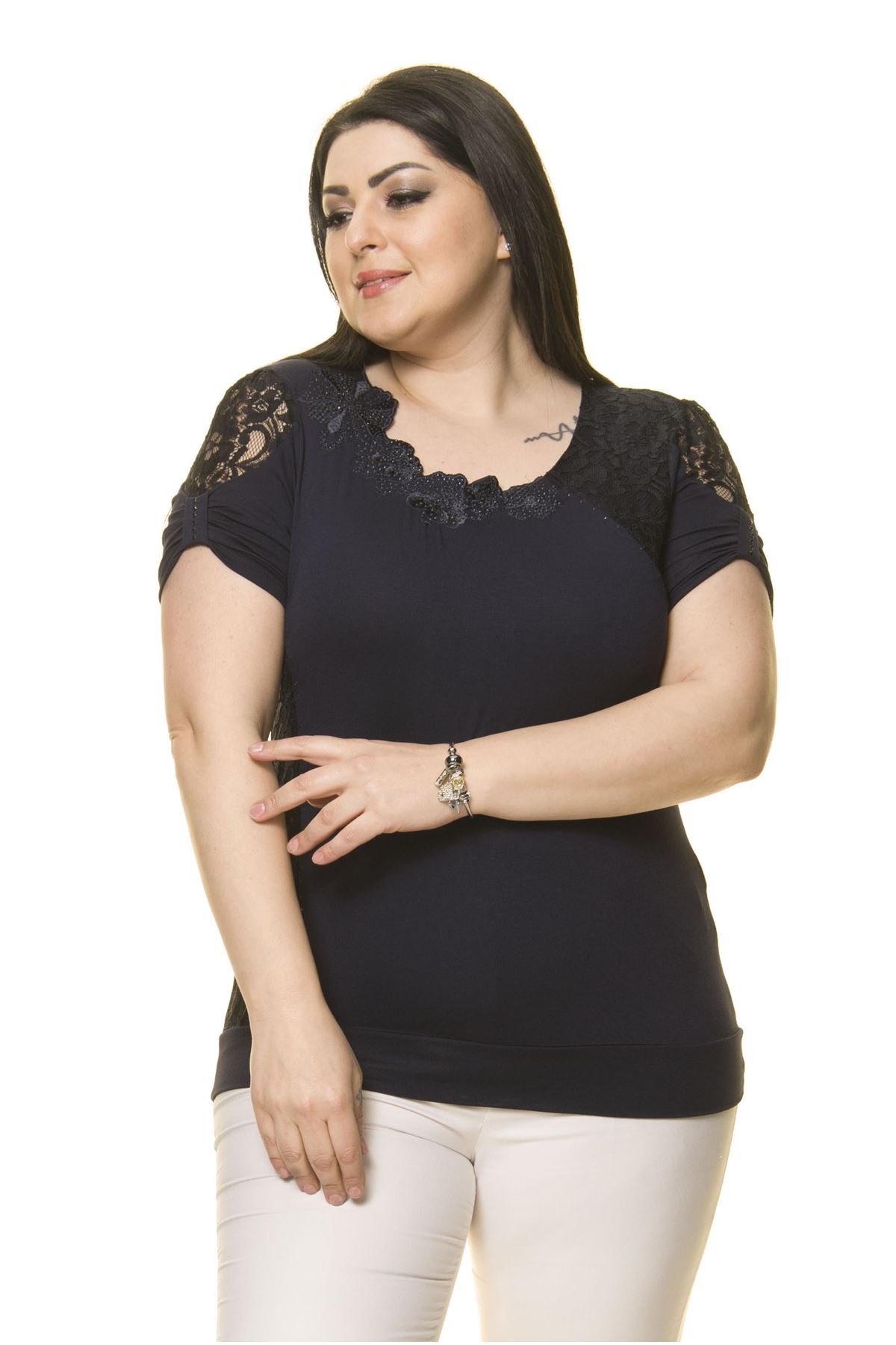 Kadın Büyük Beden Lacivert İşlemeli Bluz  A6-3017