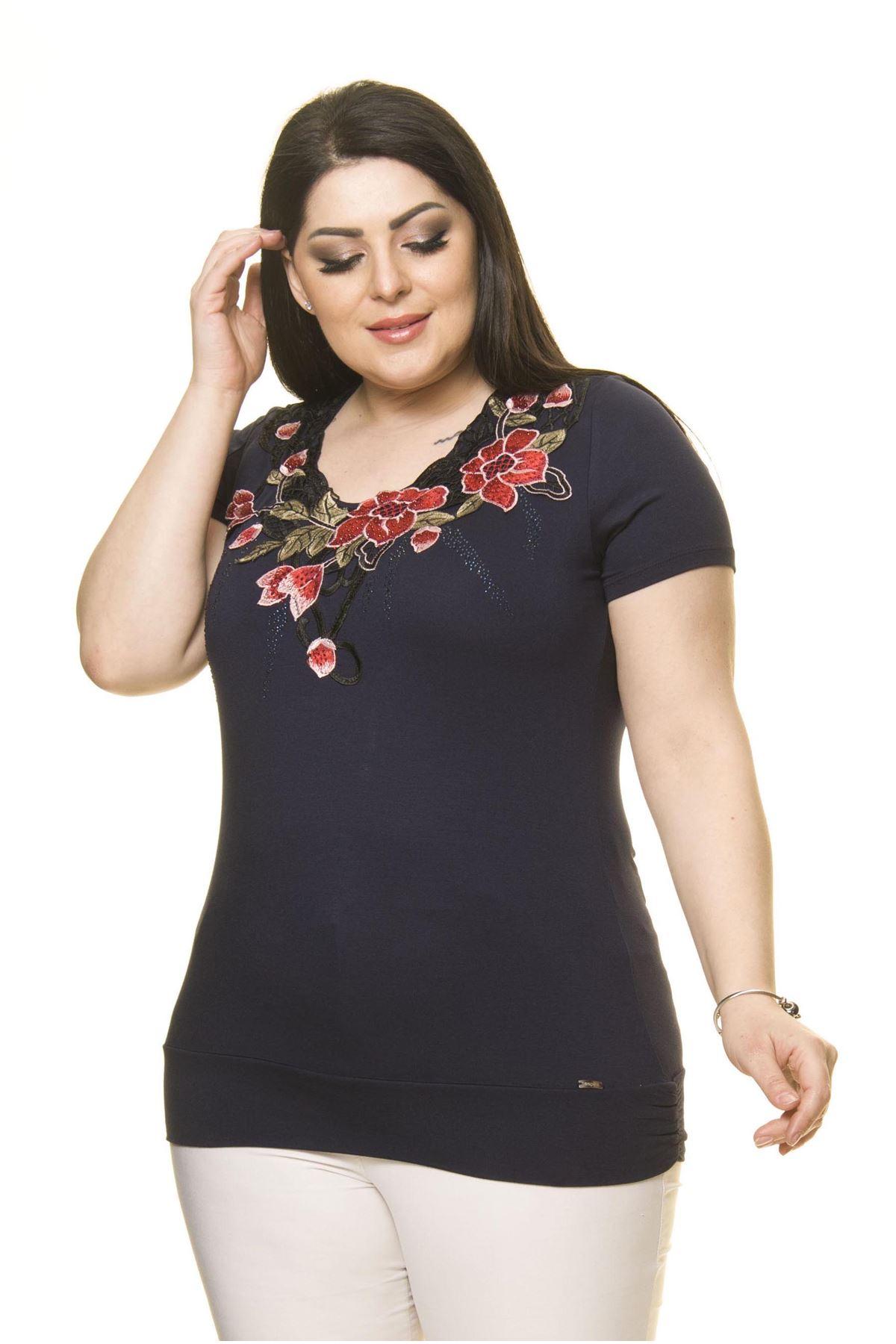 Kadın Büyük Beden Lacivert Nakışlı Taşlı Bluz  A5-3012-1
