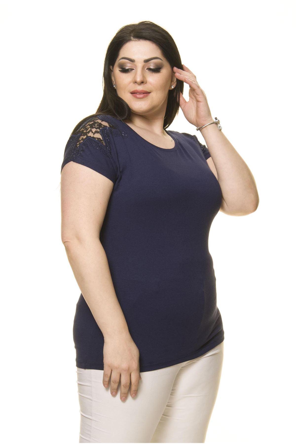 Kadın Büyük Beden Lacivert Omuz Detaylı Bluz 16D-70015-1